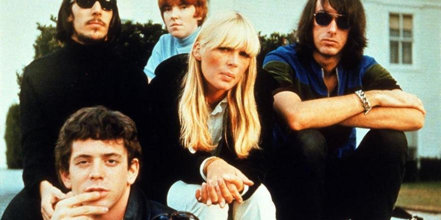 DH4GR3 THE VELVET UNDERGROUND US pop group about 1969. From l: Lou Reed (lower), Sterling Morrison, Maureen Tucker, Nico, Doug Yule